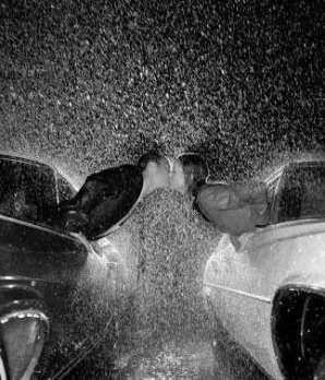 صور الحب تحت المطر