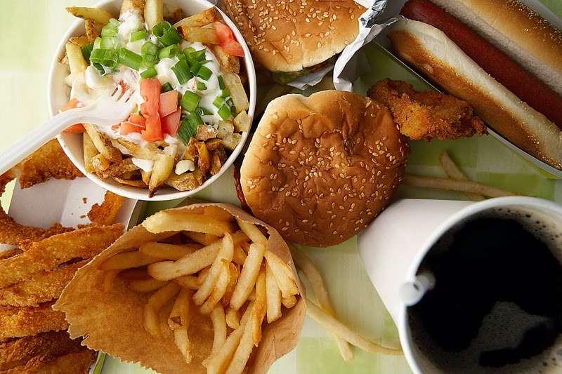 صورة اضرار الأطعمة الغير صحية والآثار التي يسببها